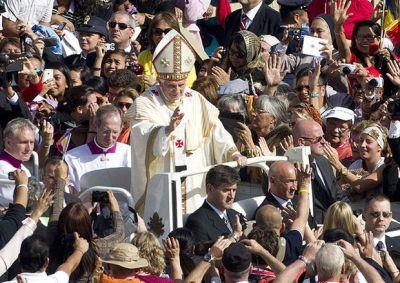 Benedicto-XVI-Ciudad-Vaticano-EFE_ECMIMA20121021_0081_4