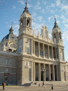 Catedral_de_Santa_María_de_la_Real_de_la_Almudena_en_Madrid